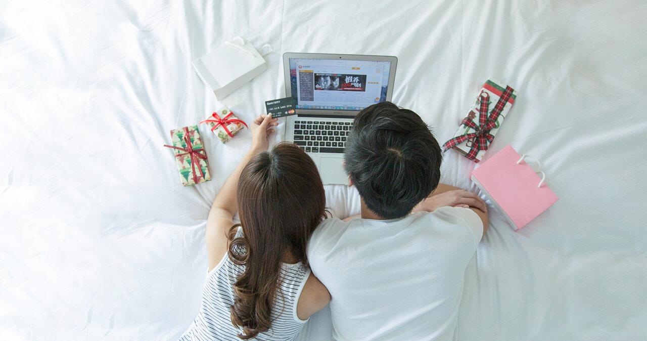 年輕夫妻網路購物